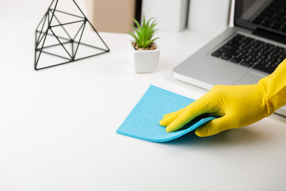 hand-cleaning-office-desk (1)